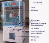 おかしい切口URの入賞したおもちゃの爪のギフトの自動販売機
