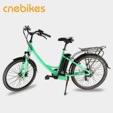 Bici urbana elettrica normale per camminare della città
