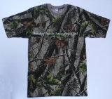 Deixar arrefecer homens camuflados e T-shirt simples