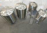 Birra che fa macchina/che ordina la strumentazione di preparazione della birra