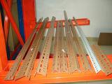 Mecanismo impulsor resistente del almacenaje a través de la estructura de acero que deja de lado de la paleta