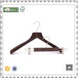 O gancho de roupa de madeira do revestimento do hotel de luxo para o indicador do gancho de roupa arfa ganchos