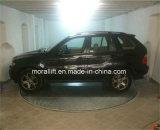 Plataforma rotativa de um carro na garagem para venda