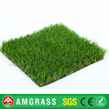 装飾のための常緑草そして人工的な泥炭の草
