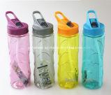 La botella de consumición plástica con la paja se divierte la botella de agua BPA libre