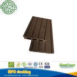 Decking composé creux conçu de WPC recouvert par plancher pour la décoration de terrasse