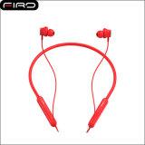 Na orelha ostenta o interruptor magnético do fone de ouvido sem fio do bluetooth de ligar/desligar