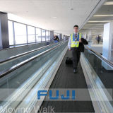 FUJI 공항을%s 이동하는 보도 사용