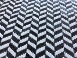 シェブロンパターン黒の組合せの白い大理石のモザイク・タイル