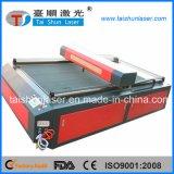 Сплетенная вышивка значков обозначает автомат для резки лазера