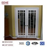 Portello interno dell'ufficio con porta a battenti di alluminio della finestra di vetro la doppia per il corridoio