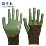 Темнота полиэфира - зеленые перчатки ладони и перста при покрынный нитрил