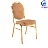 椅子をスタックする卸し売りホテルの食堂の宴会
