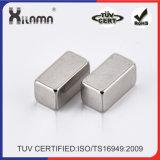 塗られる亜鉛が付いている薄く、強いネオジムのブロックの磁石
