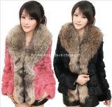 2013 Femmes courte longueur authentique manteau de fourrure de lapin avec le raton laveur Col de Fourrure