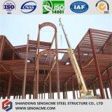 Edificio comercial complicado de la estructura de acero