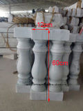 Piccola inferriata di pietra di marmo bianca del balcone, colonne del balcone, colonne