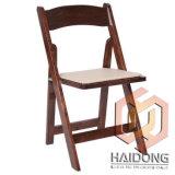 호두 색깔 나무로 되는 접히는 임대 의자