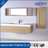 Governo di stanza da bagno moderno fissato al muro di vanità della melammina