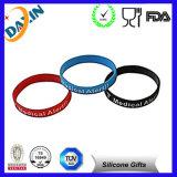 Bracelet multi de silicone de blanc de couleur