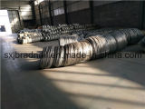 Черный провод кабеля ячеистой сети на заводе