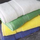 China Proveedor 100% algodón Toallas de Hotel en colores sólidos (CCI070)