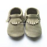 Il Crochet bello del bambino di disegno dell'automobile 2017 calza i pattini appena nati Handmade di fotographia, bambino lavorato a maglia