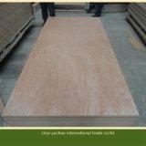 Contre-plaqué rouge de pente de meubles avec la face de placage de bois dur