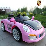 아이들 장난감 자동차 배터리 힘은 아이 차를 선회한다