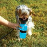 Бутылка воды любимчика бутылки портативной собаки выпивая