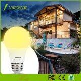 Crepuscolo del LED da albeggiare lampadina del sensore della lampadina, lampadina chiara automatica calda del sensore di bianco 2700K di 6W A19 LED