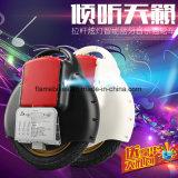 Elektrischer Mobilitäts-Roller mit grellem Licht