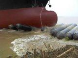 Bom gás que mantem bolsas a ar marinhas para o lançamento do navio
