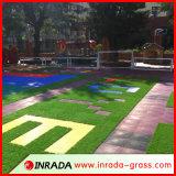 Hierba decorativa del jardín que ajardina la estera artificial del césped de la hierba