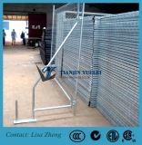 安く電流を通された一時塀のパネル