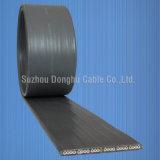 À plat sur le fil électrique de l'élévateur à gaine PVC et le câble