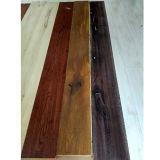 自然なカラーおよび高品質のロシアのカシによって設計される寄木細工の床のフロアーリング