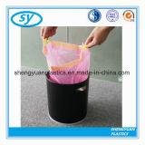 Plastikwegwerfdrawstring-Abfall-Beutel auf Rolle
