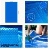 プールはプラスチックを覆う