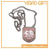 金属の鎖(YB-MD-08)が付いているカスタムロゴのエナメルの金の大きいバッジ