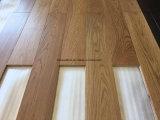 Suelo sólido de la madera del roble europeo marrón claro