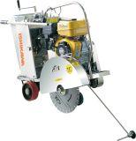Weg hinter Benzin Robin Honda, die elektrische Asphalt-Fußboden-Straße Ausschnitt verwendete, sah Maschinen-Beton-Scherblock