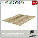Traitement extérieur gravé en relief et plancher résistant à l'usure imperméable à l'eau de PVC