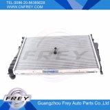 Accessoire auto voiture réservoir d'eau du radiateur 17119071518 pour E46 Pièces de véhicules automobiles du radiateur en aluminium