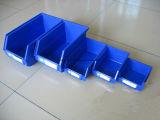 卸し売り倉庫の棚の壁に取り付けられたプラスチックはボックスを分ける
