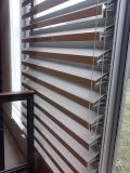 Алюминиевая фикчированная штарка и фикчированное окно жалюзиего