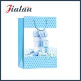 Покрашено дешево сделано милого младенца для того чтобы конструировать напечатанный бумажный мешок одежды