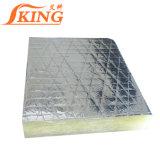 Glaswol die met Aluminiumfolie wordt gevoeld