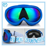 Juventude revestida azul que ostenta óculos de proteção do Snowboard de Eyewear