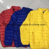 Куртки светлого спуска человека, оптовой продажи куртки вниз, более дешевые куртки зимы цены